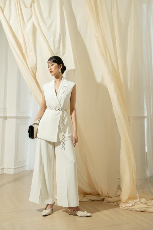 Sixdo White Sleeveless Silk Vest