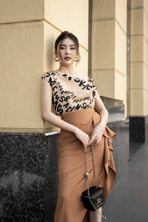 Beige Silk Top With Knot